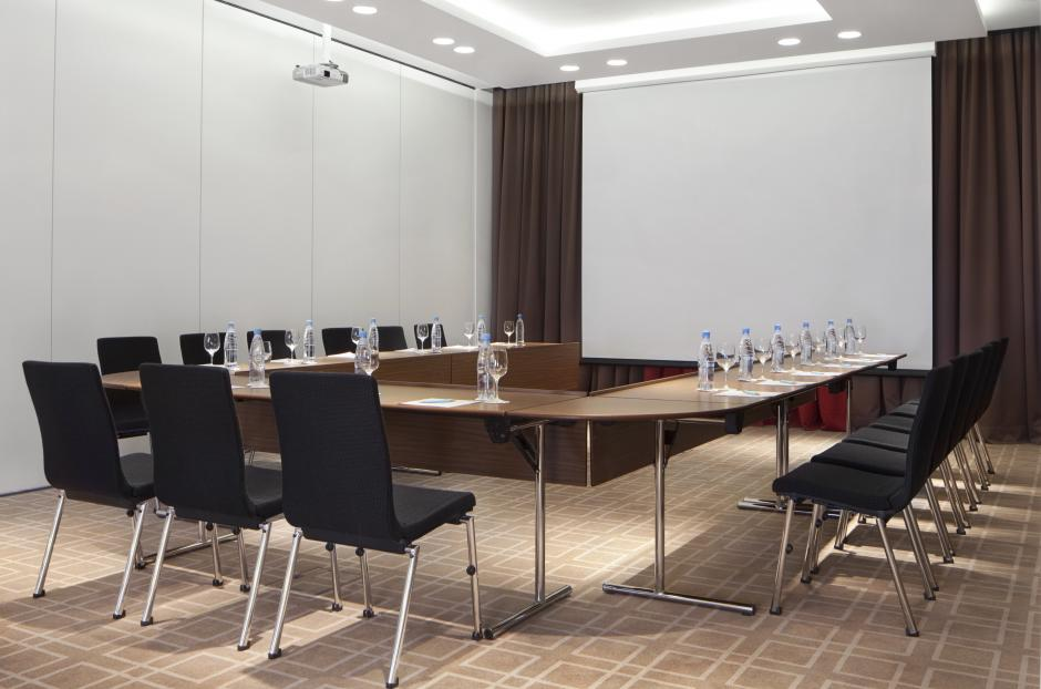 The conference setup can be arranged the way you like, flexible meeting space will be additional advantage.